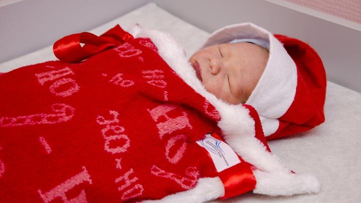 Роды под ёлочкой: считаем, сколько малышей появилось на свет в новогодние праздники в Екатеринбурге