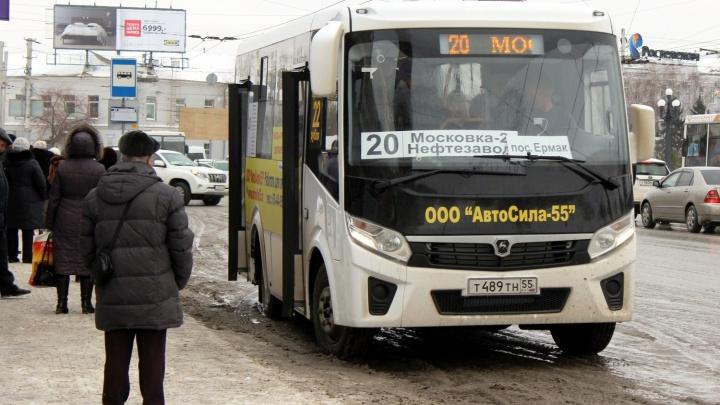Перевозчик, который возит омичей по маршрутам № 20 и 72, выставил на продажу часть своих автобусов