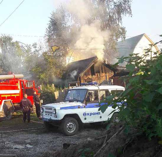 Частный дом на ул. Красноармейской загорелся вечером 2 августа