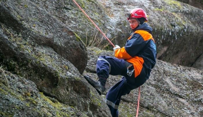 Несколько туристов сорвались со скал на «Столбах» и получили серьезные травмы