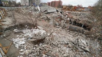 Когда-то здесь были колонны и зеркала. В Перми полностью снесли здание бывшего ДК «Телта»