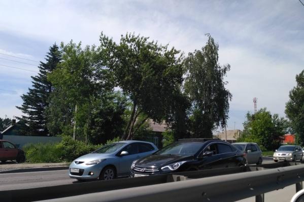 Пробка образовалась на шоссе в сторону Бердска