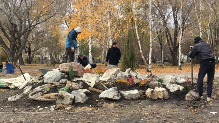 «Больше всего вопросов к лавочкам и урнам»: общественник о ремонте в парке Победы