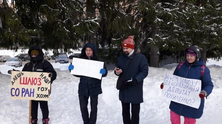 В Академгородке прошел митинг, посвященный Дню Конституции