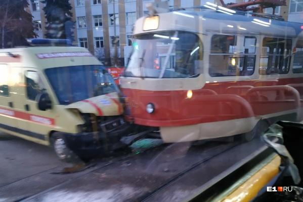 Фото, сделанное одним из пассажиров проезжавшего мимо трамвая