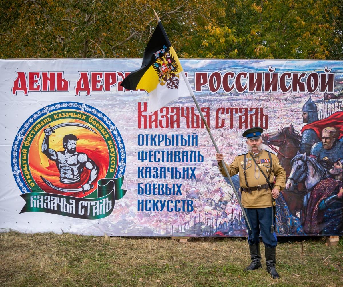 В Екатеринбурге на фестивале «Казачья сталь» силач укатил на себе «УАЗ-Патриот» на 37 метров