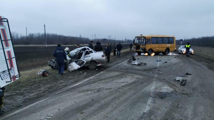 В Ростовской области произошло ДТП с участием школьного автобуса. Есть погибший