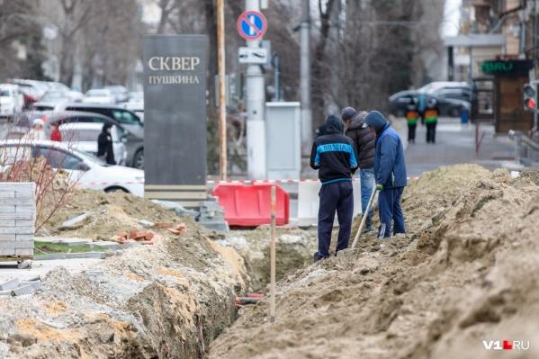 Глубокая траншея появилась в центре Волгограда еще на прошлой неделе