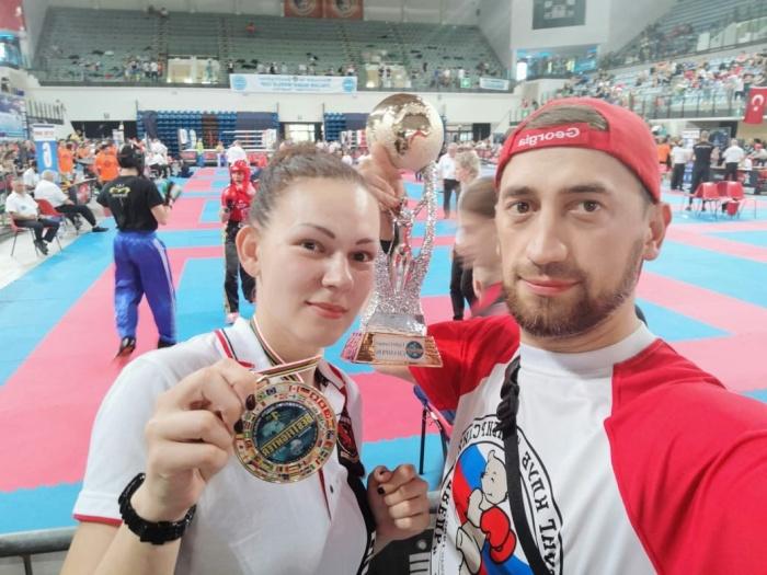 Наталья Квашнина и тренерЭмзари Трунин после награждения в Римини
