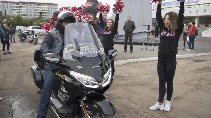 Кирилл Хариби устроил мотопробег в поддержку болельщиков ХК «Аваргард»