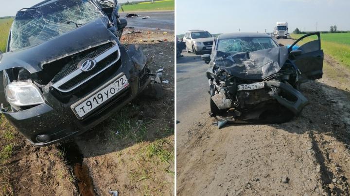 Пострадавших доставали из раскуроченных авто: четыре машины столкнулись на трассе Тюмень — Курган