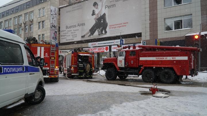 На пожаре в пермском бизнес-центре пострадали шесть человек