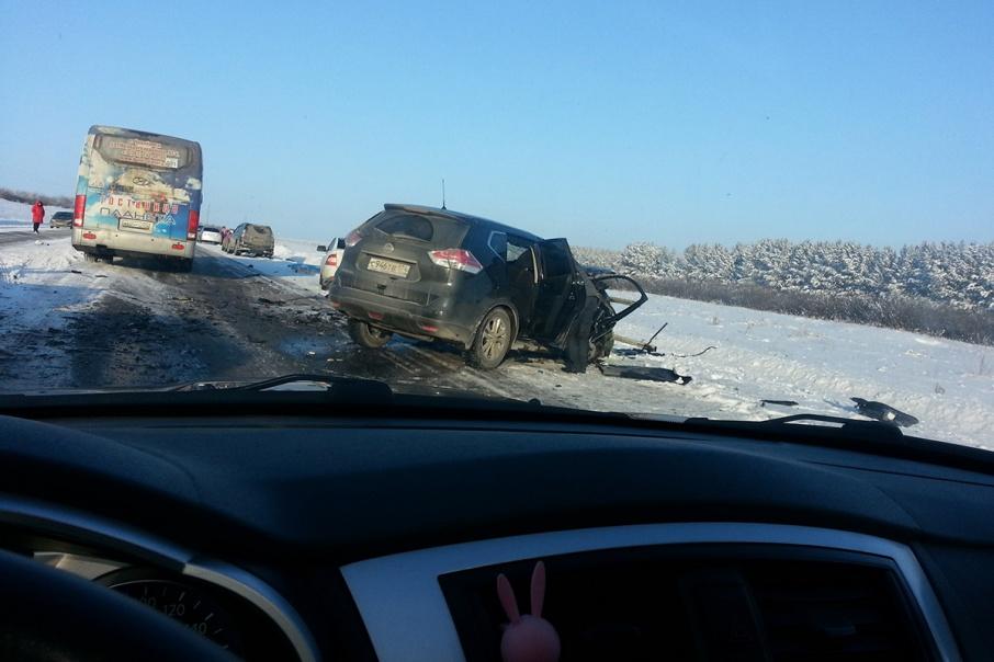 В результате аварии трое человек погибли на месте