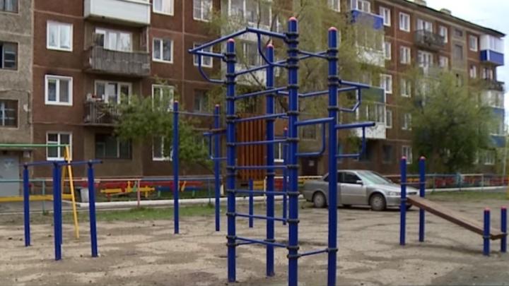 «Сделали то, что уже было, и получили миллион»: прокуратура в Канске проверяет новые спортплощадки
