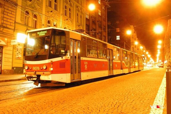 Последние «родственники» волгоградского вагона ездят по улочкам Чехии