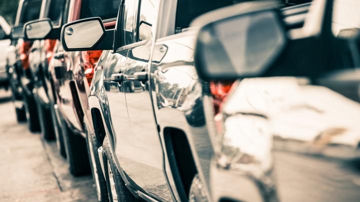 Начинающие водители и профессионалы столкнулись с проблемами покупки и ремонта авто в Новосибирске