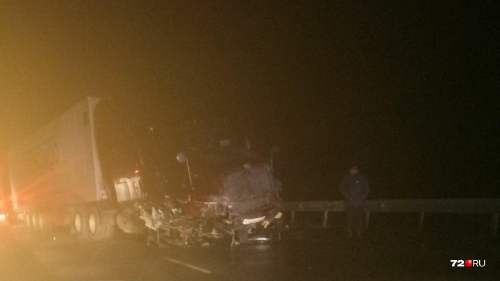 Под Тобольском легковушка попала под грузовик