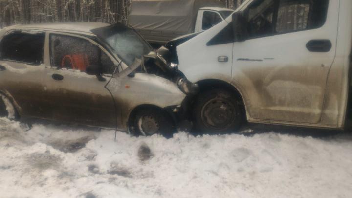 «Вышел на обгон в снегопад»: на Южном Урале на узкой дороге «Газель» раздавила Matiz