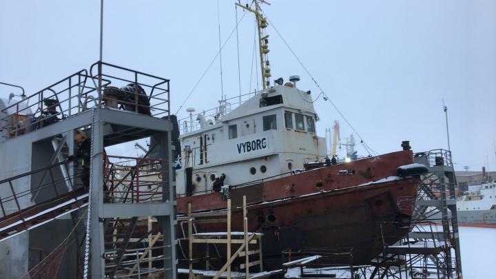 В Архангельске загорелось судно «Выборг»