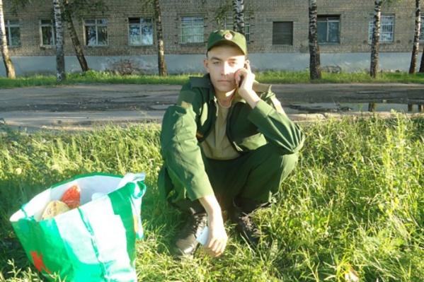 Дмитрий, по словам родственников, уже покидал самовольно военную часть