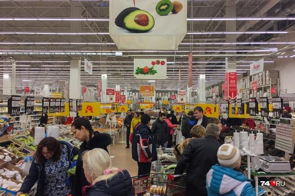 Ранее социологи выяснили, что челябинцыбольше половины зарплаты тратят на продукты и коммунальные платежи