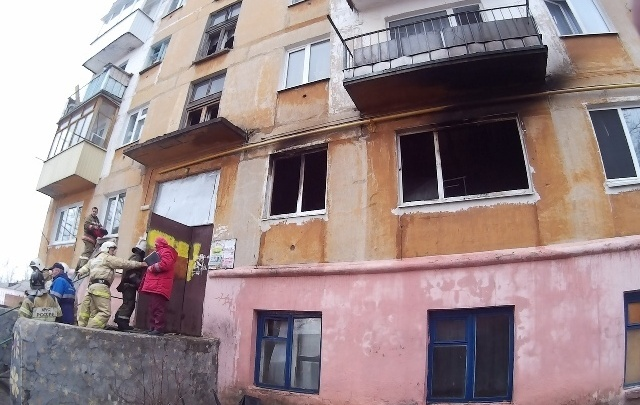 В Губахе на пожаре из многоквартирного дома эвакуировали 27 человек. Одна женщина пострадала