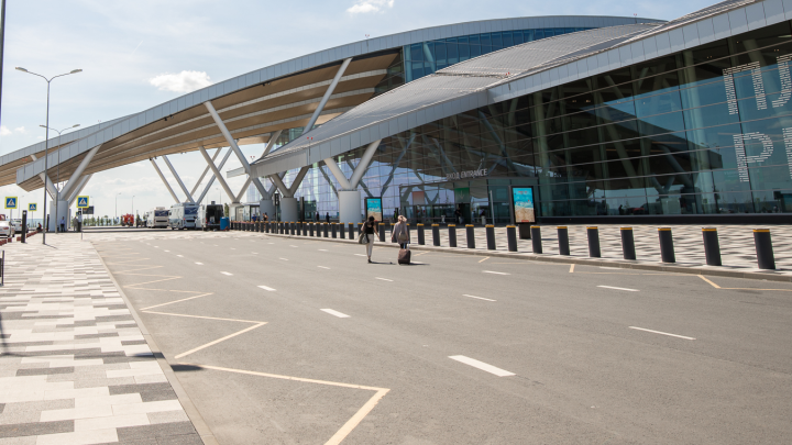 В Платове пассажирка пыталась незаконно перевезти более 670 тысяч рублей