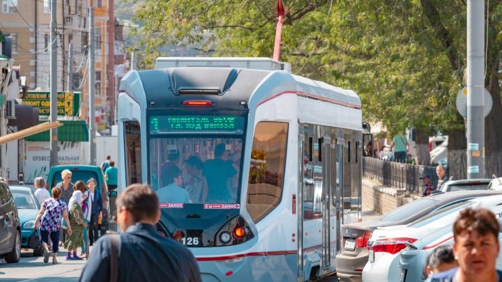 На Профсоюзной трамвай сошел с рельсов