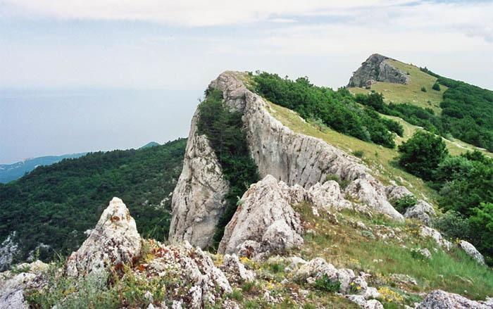 Полезла доставать рюкзак: туристка из Уфы сорвалась со скалы Ай-Петри в Крыму