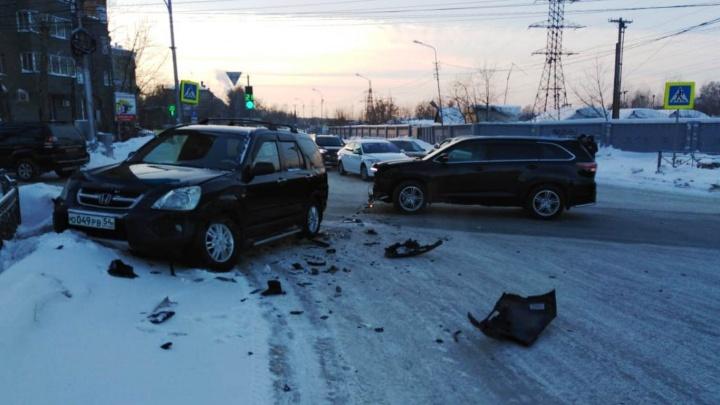Авария в Заельцовском районе спровоцировала пробку на перекрёстке с Красным проспектом