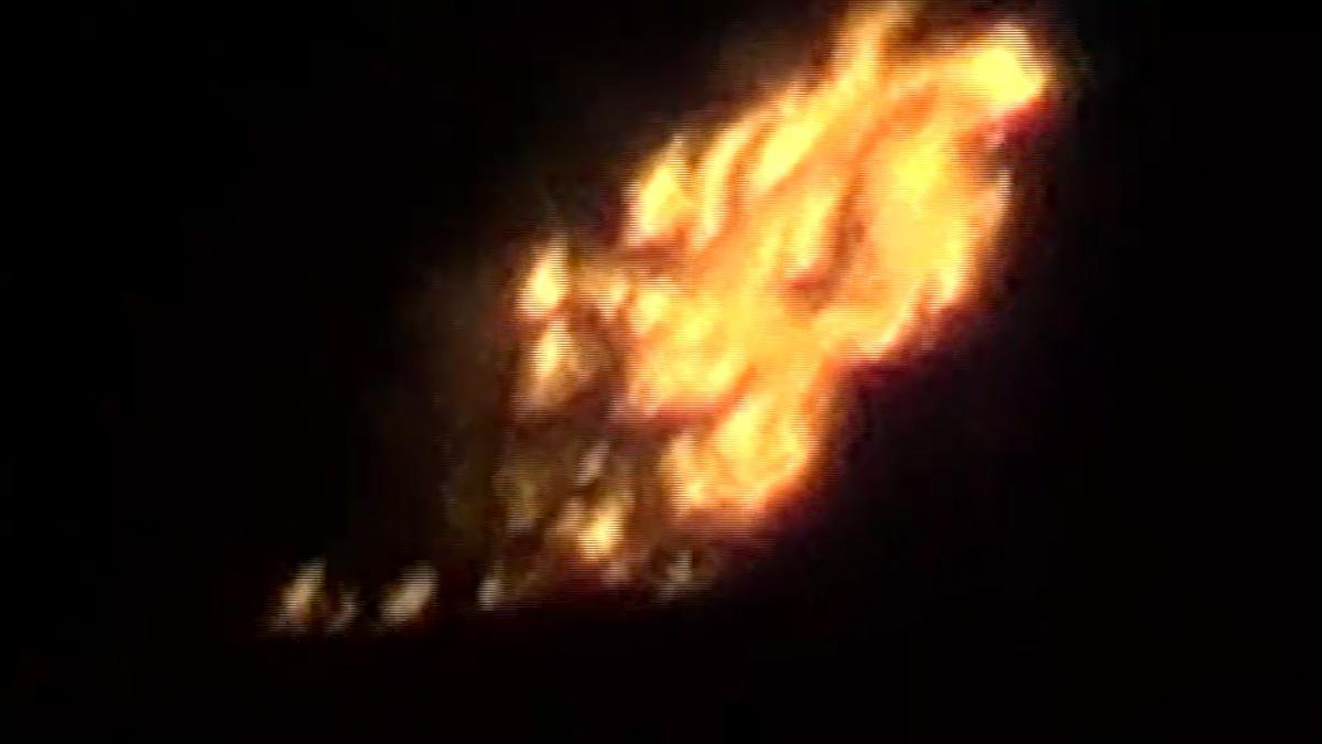 Ночью пламя было видно за несколько километров
