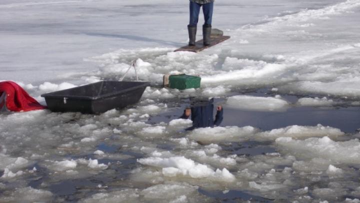 Следователи выясняют обстоятельства гибели четырех рыбаков на озере Лаче в Каргопольском районе