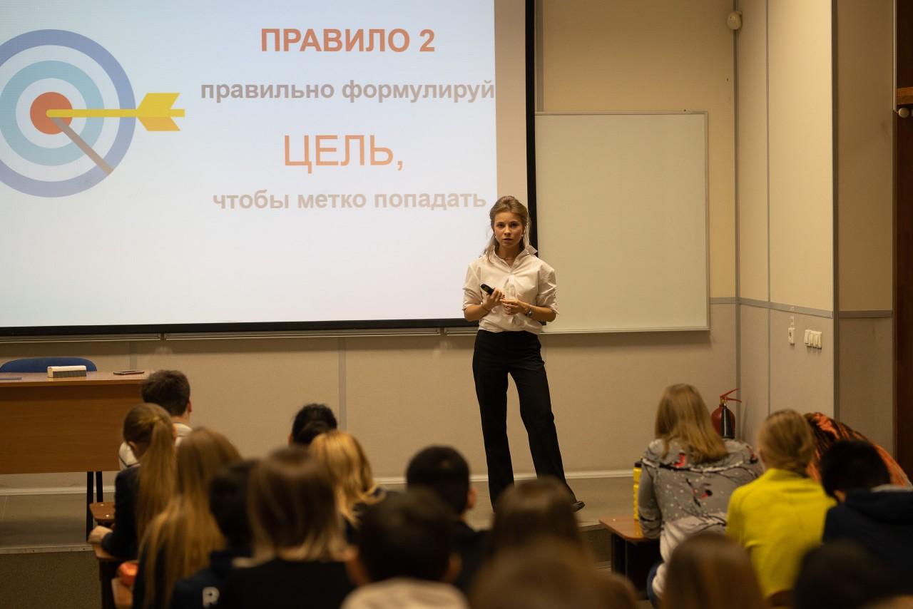 Анастасия ведет бизнес-тренинги и преподает в УрФУ