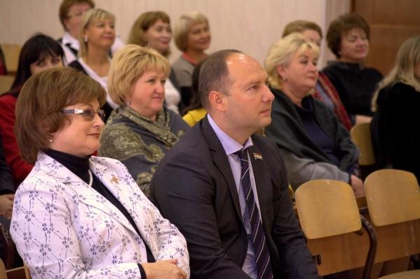 Михаил Маряхин (в центре) поборется за пост губернатора