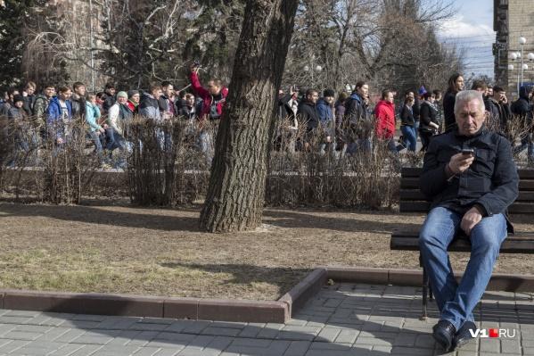 Александр Блошкин контролирует несогласованное шествие навальновцев