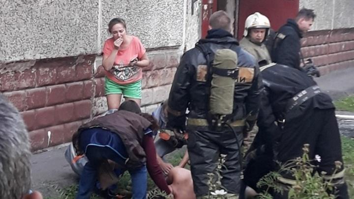 Во время пожара в пятиэтажке на 50 лет Проофсоюзов пострадал мужчина