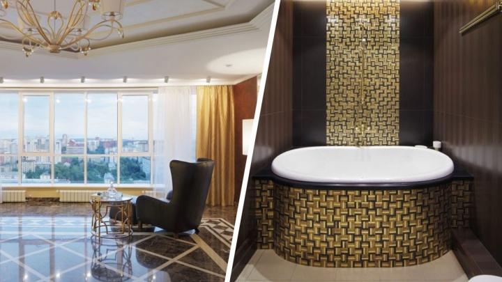 В Екатеринбурге за 55 миллионов продают квартиру с танцующими девушками и золотой ванной