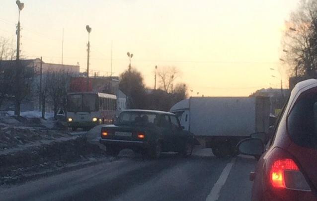 Утро жестянщика: по Ярославлю прокатился бум аварий с «Газелями»