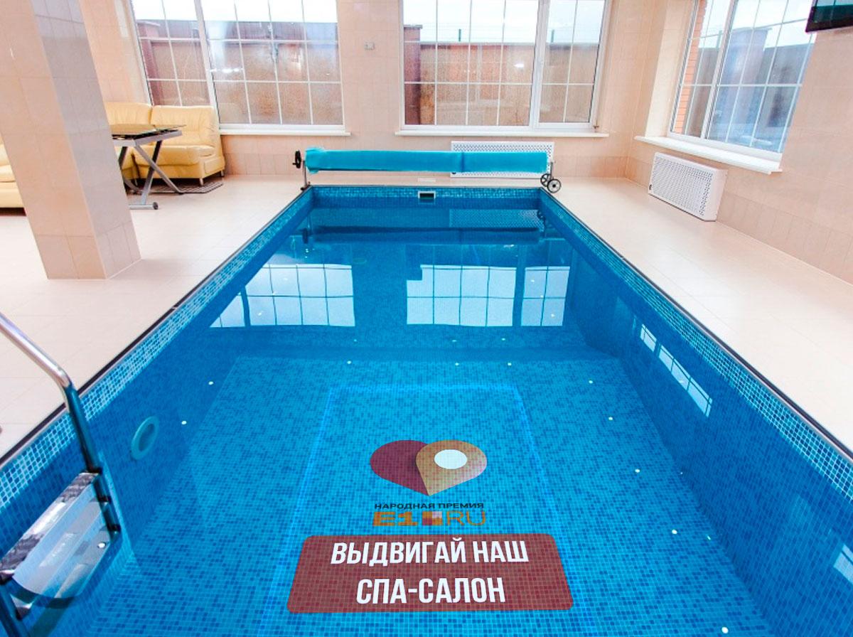 Во время прыжка с вышки пловец успеет разглядеть наклейку на дне бассейна