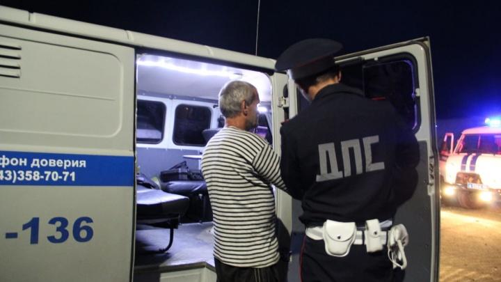 В жаркие выходные возле уральских баз отдыха задержали почти полторы сотни пьяных водителей