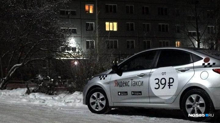 «Штраф за одно название»: омский перевозчик заявил, что суд запутался в разных «Яндекс.Такси»