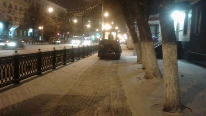 Дожди в Уфе сменились снегопадом: в город вышли 200 снегоуборочных машин