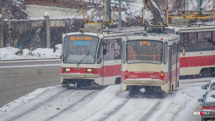 Очевидцы: в трамвае №20 на проспекте Ленина умер пассажир