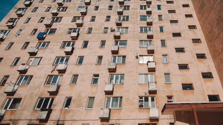 В Тюмени участковый, адвокат и три юриста присваивали квартиры умерших, а потом продавали
