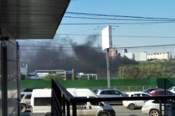 Дым поднялся на левом берегу