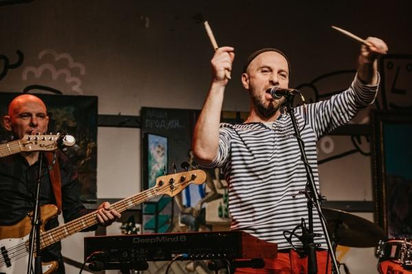 Один из основателей «Запрещенных барабанщиков» Виктор Пивторыпавло