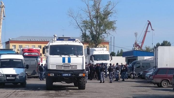 После облавы ОМОНа на барабинских базах задержали 46 человек