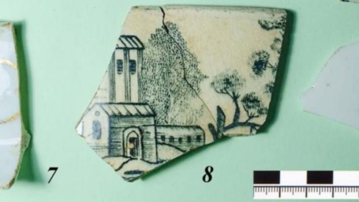 Екатеринбургские археологи откопали в Ирбите фарфоровую посуду и кусок кожаной стельки из XVIII века