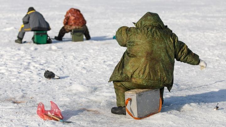 В Волгоградской области утонул рыбак на снегоходе