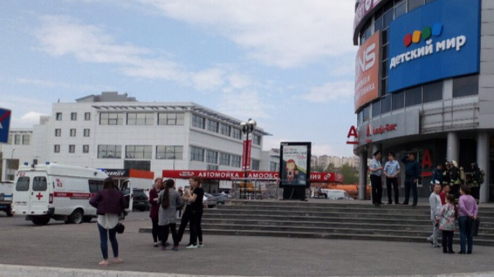В Уфе «заминировали» «Звездный», «Галерею Арт» и еще три здания: онлайн-трансляция